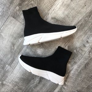 d534981fe08 🚫SOLD 🚫Steve Madden Bitten Flyknit Sock Sneakers Boutique